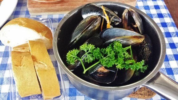 Vino Mussels $14