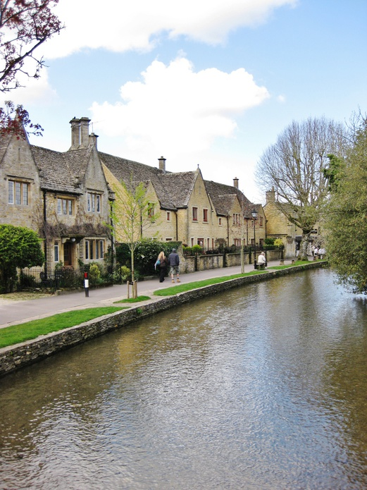 11 Places to Visit in England | Day Trips from London | Bourton-on-the-Water