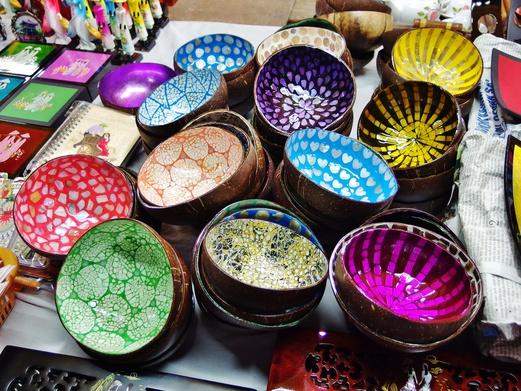 Hanoi Night Market - For bargain shopping, cheap booze & free entertainment | Spring Tomorrow
