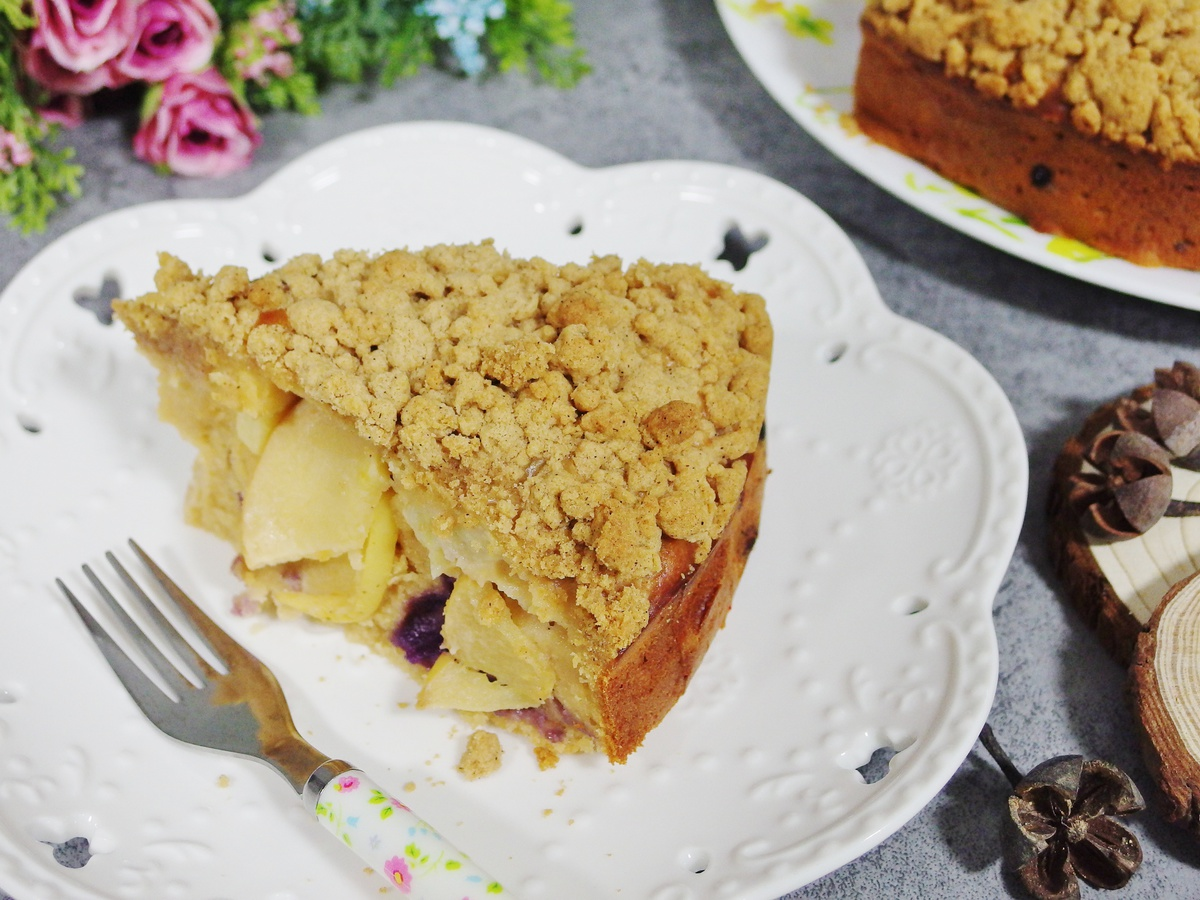 Apple and Blueberry Crumble Cake Recipe